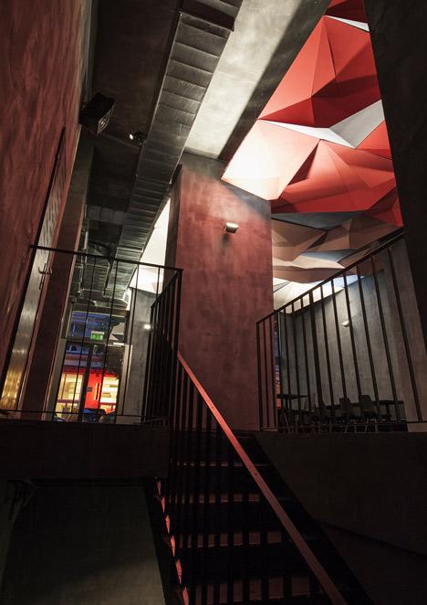 If Dogs Run Free by Tzou Lubroth Architekten