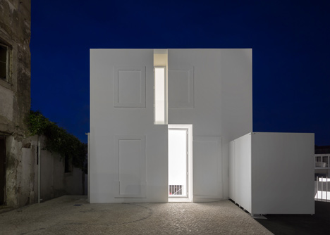 House in Alcobaca by Aires Mateus
