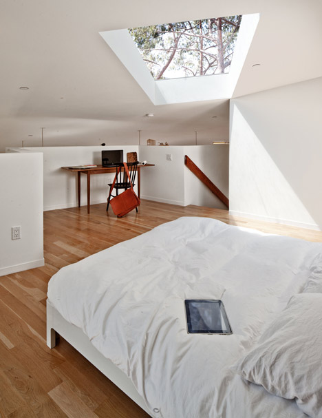 BIG small House by Anonymous Architects