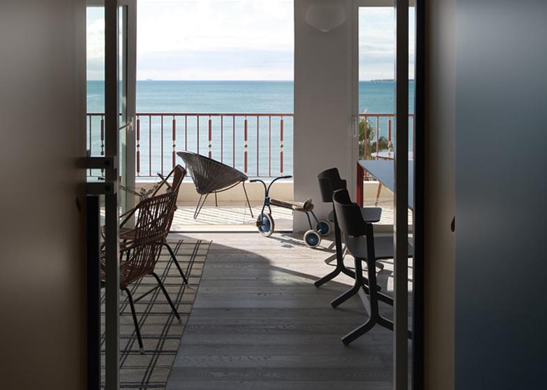 Fun House Beach Apartment By Studio Uda