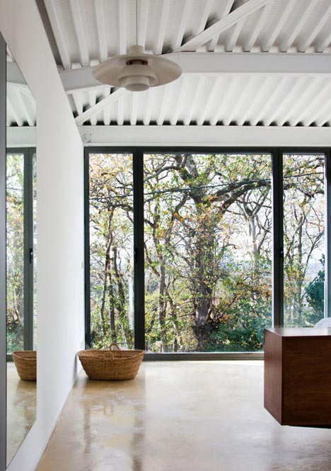 House and Atelier for Lara Rios by F451 Arquitectura