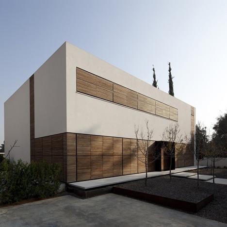 Kfar Shmaryahu House by Pitsou Kedem