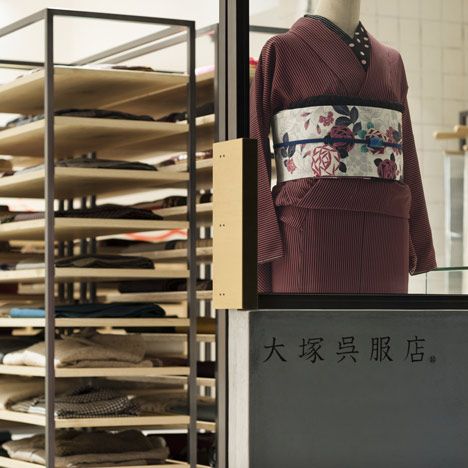 Otsuka-Gofukuten kimono store by Yusuke Seki