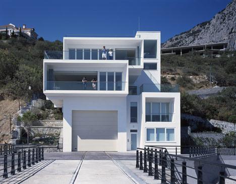 Foro Yacht House by Robin Monotti Architects