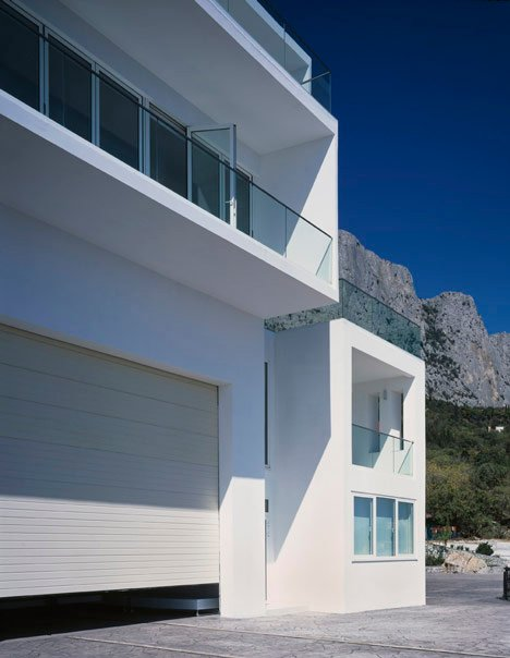 Foros Yacht House by Robin Monotti Architects