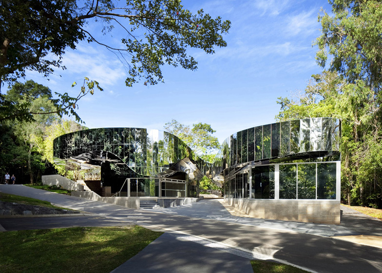 Exceptional Cairns Botanic Gardens Visitors Centre By Charles Wright Architects