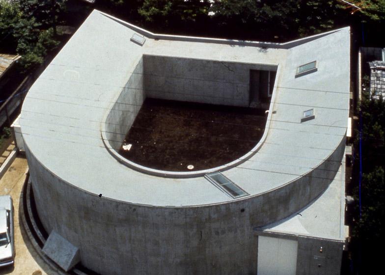 White U house, 1975 - 1976, Tokyo. Photo by Koji Taki