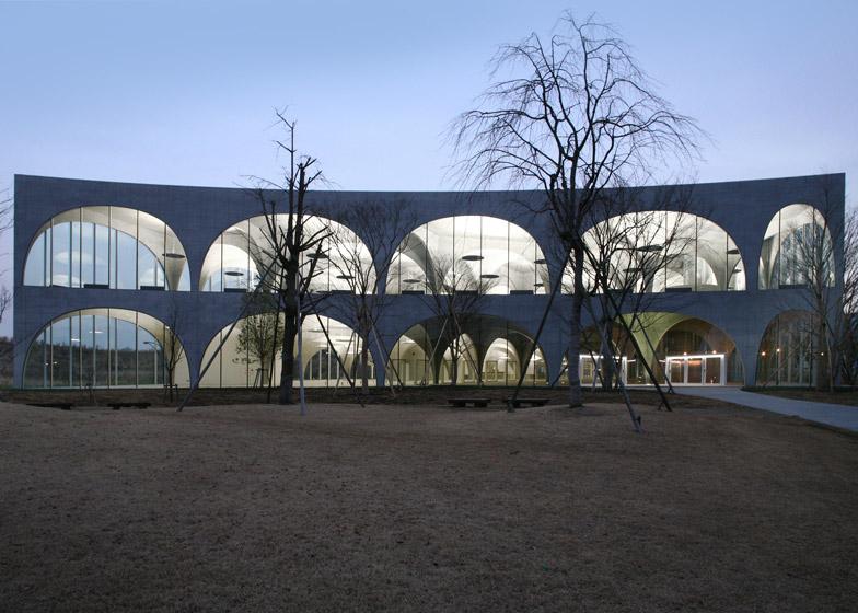 Tama Art University Library, 2004—2007, Tokyo. Photo by Tomio Ohashi
