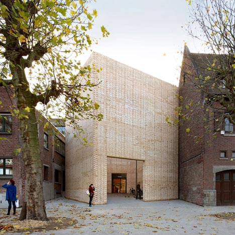 dezeen_Buda Art Centre by 51N4E_1sq