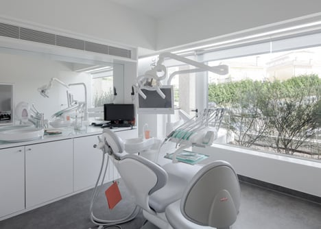Dental Clinic in Porto by Paulo Merlini