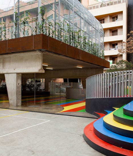 Elevated Sports Court by Guzmán de Yarza Blache