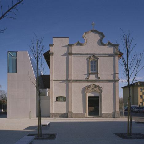 dezeen_Elsa Morante Library by DAP studio_1sq
