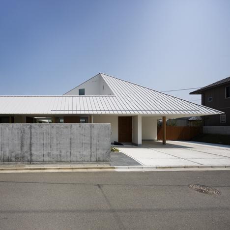 dezeen_House in Sanbonmatsu by Hironaka Ogawa_100
