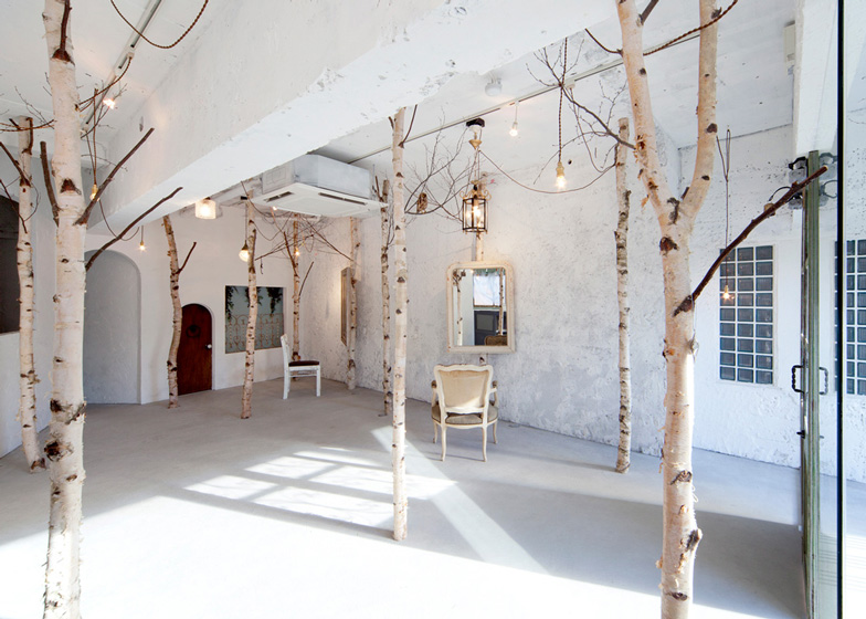 Ryo Isobe also wedged birch trees between the floor and ceiling of this beauty salon in Osaka.