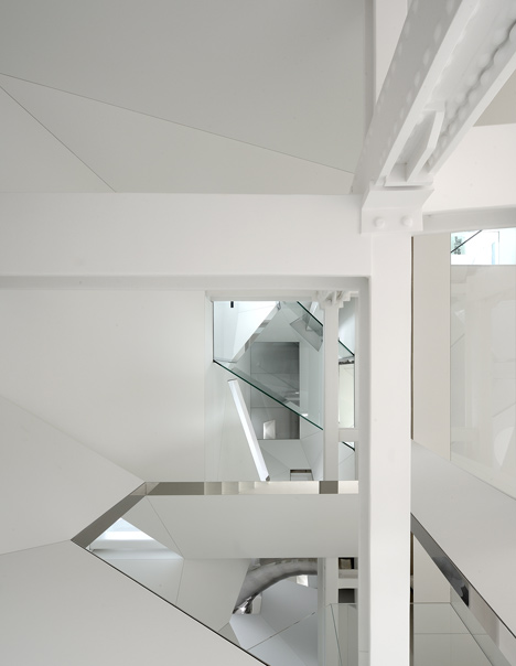 Skyhouse with an indoor slide by David Hotson and Ghislaine Viñas