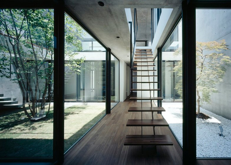 Still Japanese courtyard house by Apollo Architects  Associates - harry - No pain no gain