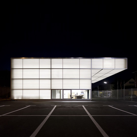 White light glows through the translucent facades of this workshop in Siegen, Germany, by Ian Shaw Architekten (+ slideshow)