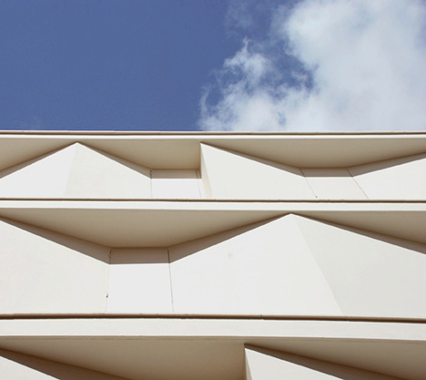 Eight Inscribed Houses and Three Courtyards by Romera y Ruiz Arquitectos