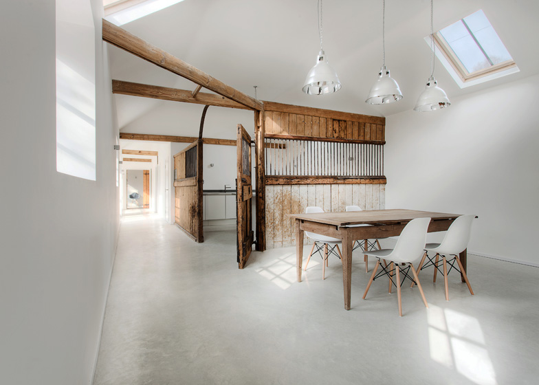 Manor house stables by ar design studio for Modern barn home interiors