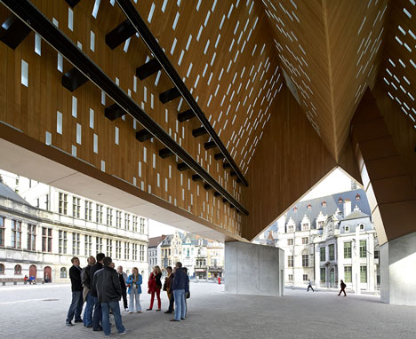 Market Hall by Robbrecht en Daem and Marie-José Van Hee