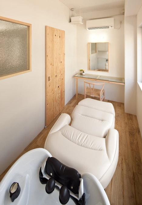 end…Link beauty salon by Yasunari Tsukada
