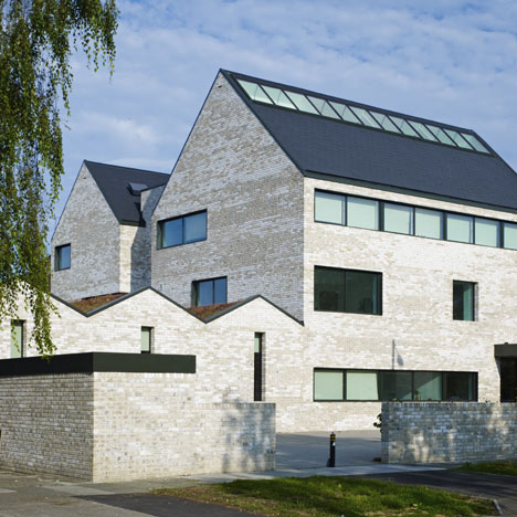 dezeen_North London Hospice by Allford Hall Monaghan Morris_1sq