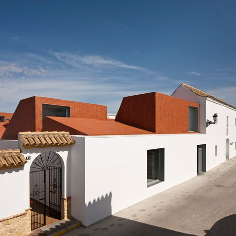 Catering College in a Former Abattoir, Medina Sidonia by Sol 89 – Architecture prize, Tile of Spain Awards 2012. Imaged by Fernando Alda