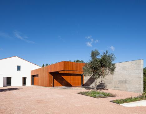 Vale da Abelha House by Duarte Pape