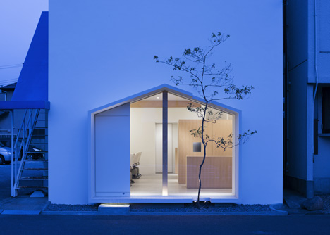 Folm Arts beauty salon by Tsubasa Iwahashi Architects