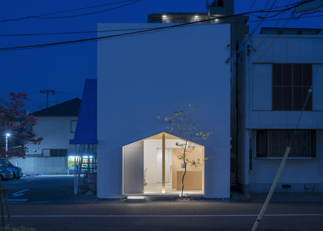 Folm Arts beauty salon by Tsubasa Iwahashi Architects