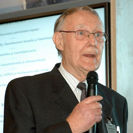 Ikea founder Ingvar Kamprad steps down