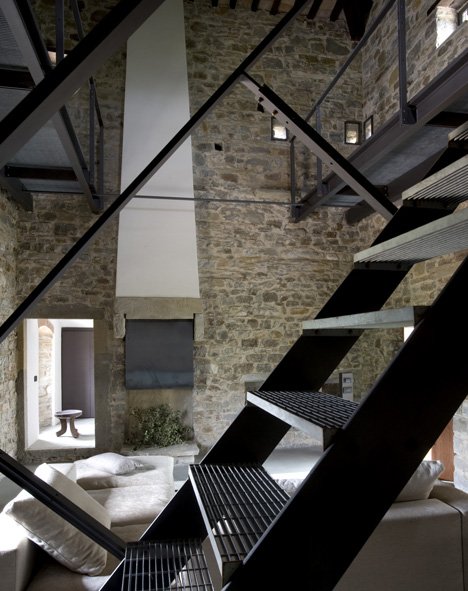 Torre di Moravola by Christopher Chong