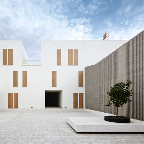 Dezeen_Social housing in Sa Pobla by RipollTizon_1sq