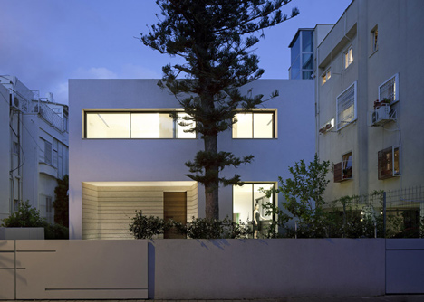 An Urban Villa by Pitsou Kedem Architects