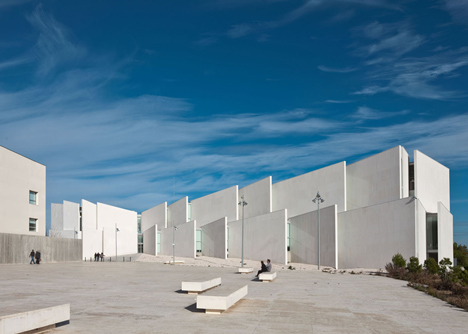 Health Faculty in Zaragoza by Taller Basico de Arquitectura