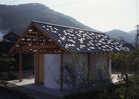 Hut with the Arc Wall by Tato Architects