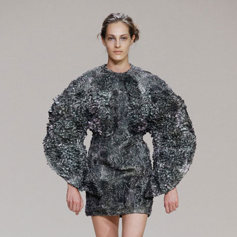 Magnetic dresses by Iris van Herpen and Jólan van der Wiel