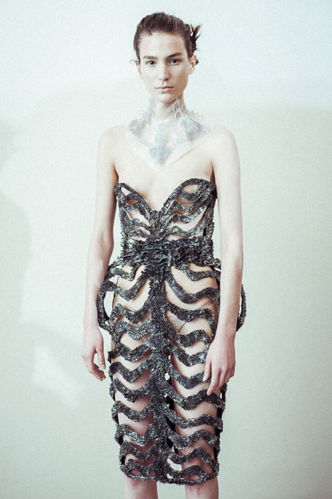 dezeen_Magnetic grown dresses by Iris van Herpen and Jolan van der Wiel_6