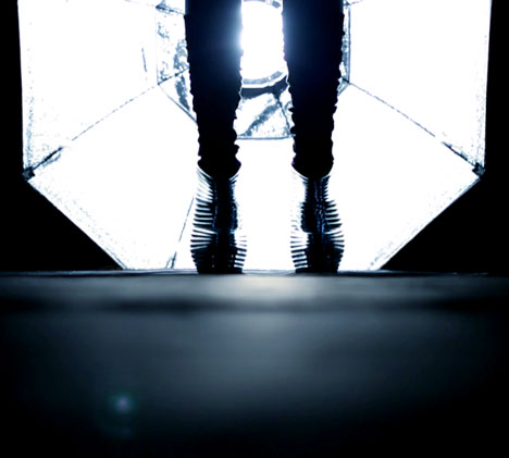 dezeen_Making of Zaha Hadids NOVA shoes for United Nude_4