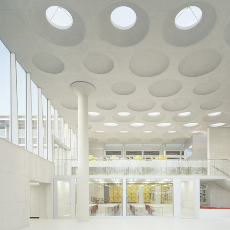 dezeen_The Forum at Eckenberg Gymnasium by Ecker Architekten_2sq