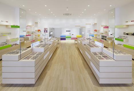 Zoff eyewear shop by Emmanuelle Moureaux
