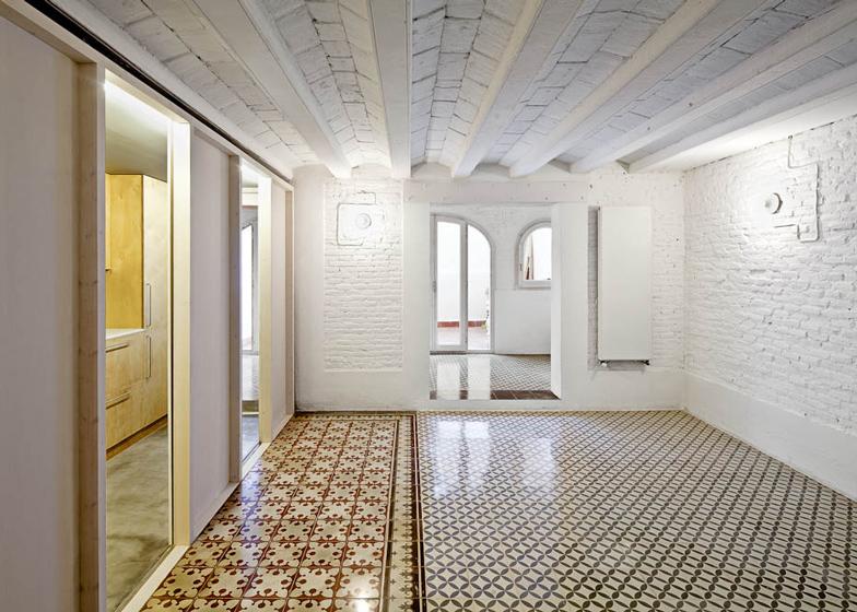 Apartment refurbishment in Gràcia by Vora Arquitectura