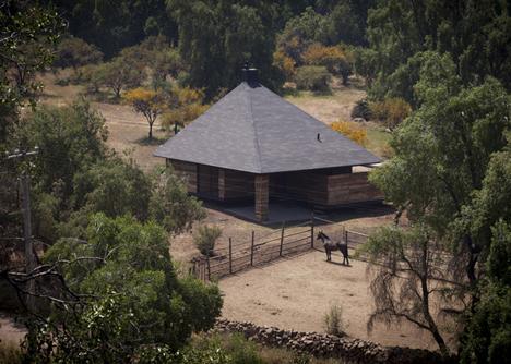 Hijuela El Durazno Caretaker's House by emA