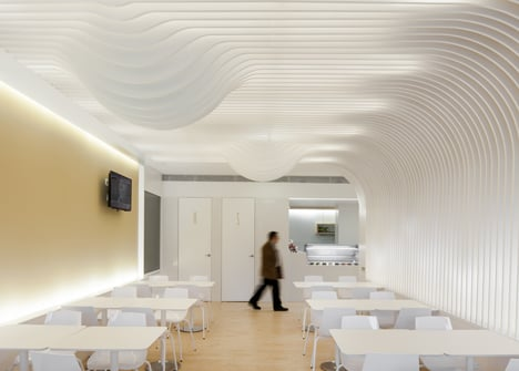 dezeen_Bakery in Porto by Paulo Merlini_18