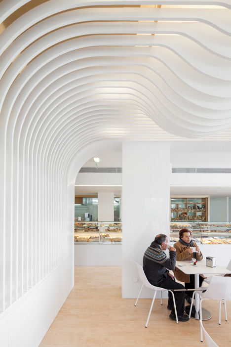 dezeen_Bakery in Porto by Paulo Merlini_3