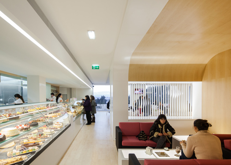 dezeen_Bakery in Porto by Paulo Merlini_8