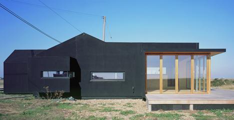 Black Rubber Beach House by Simon Conder Associates