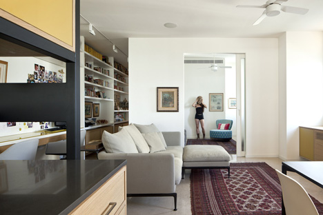 Flat in Tel Aviv by Jacobs-Yaniv Architects