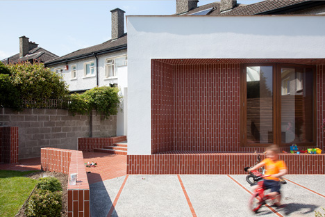 dezeen_House extension in Dublin by GKMP Architects_1