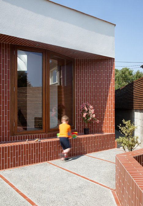 dezeen_House extension in Dublin by GKMP Architects_4